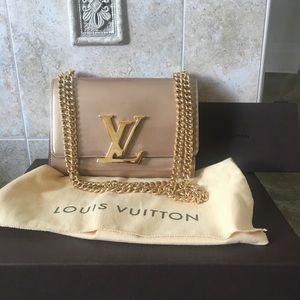 Brand new Louis Vuitton MM Chain LOUISE